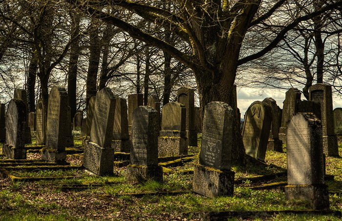 Gravsten og gravsted